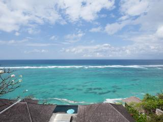 Amazing Beachfront Villa with Awesome Views, Nusa Dua
