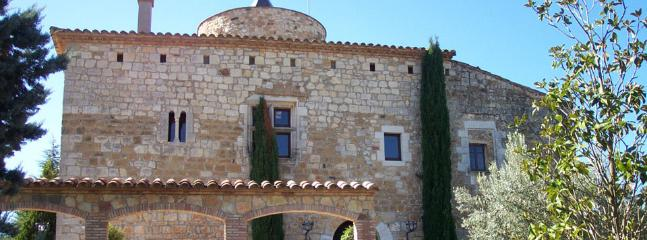 A relaxed, comfortable castle retreat with the best of the Costa Brava and Girona at your doorstep