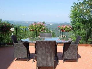 Tuscan apartment rental with spectacular views of the countryside, terrace and barbecue, Casole d'Elsa