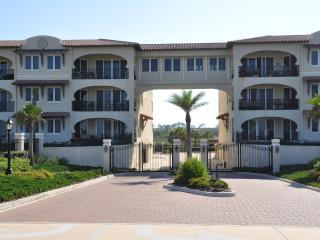 Luxury Beach Front Condo 3/3 Inground Pool and Spa, Flagler Beach