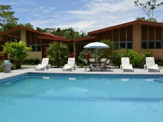 Family House,garden and swimming pool view, Puerto Viejo