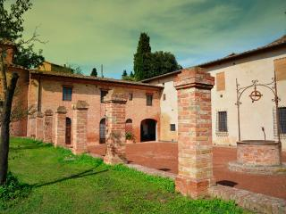 2 bedroom apt in the quiet outskirts of Siena