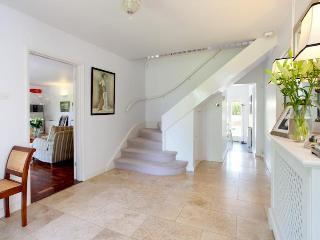 Contemporary Country House with hot tub and large gardens., Canterbury