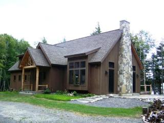 #137 Unique, custom built wilderness lodge with the perfect lake & mountain view, Greenville