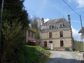 Spacious property in grounds on banks of river., Bussiere-Poitevine