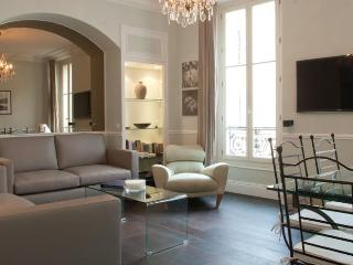 America- Vacation Rental with a Balcony and AC, in Cannes France