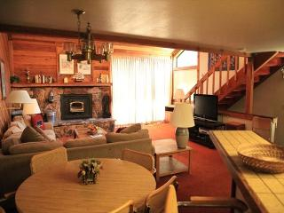 2 Bed + Loft/3 Bath Townhome, Great Location to Town, Shopping & Grocery, Mammoth Lakes