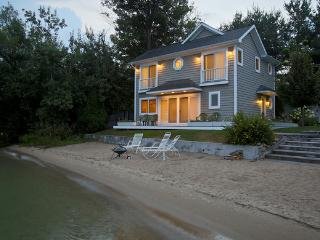 Lakefront Guest House on Mullett Lake, Cheboygan