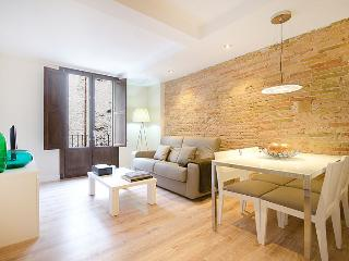 New 2 bedroom apartment up to 6 close to Ramblas, Barcelona