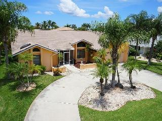 Villa Andrea - Cape Coral 3b/2ba pool home w/electric heated pool, gulf access canal, HSW Internet