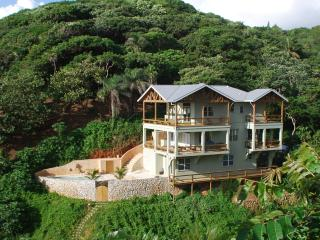 L'Alizé: Luxury Beachfront, in West Bay