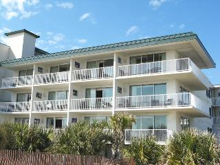 Ocean Song Condominiums - Unit 334 - Swimming Pools - FREE Wi-Fi - Restaurant, Isla de Tybee
