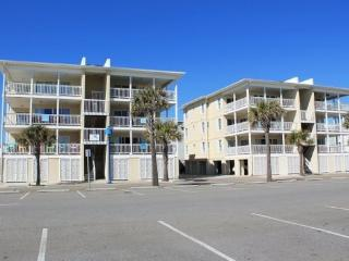 Dolphin Watch Condominiums - Unit 6 - Ocean Front - FREE Wi-Fi, Tybee Island