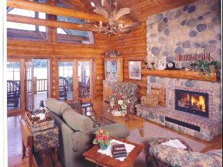 Grandview Lakeside Log Lodge, Wautoma