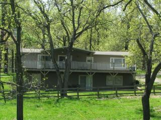 Ozark Getaway, llc - 4 BR 3 Bath Vacation House, Gassville