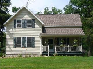 Country Farm House Vacation Rental, Readstown