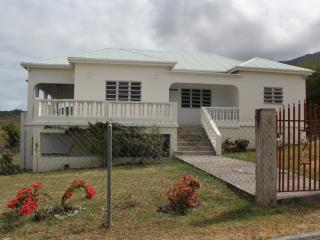 Villa Benito, Pinneys, Nevis 3 mins to golf course, Charlestown