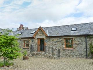 PRIMROSE COTTAGE, all ground floor, ramped access, open fire, lawned garden with furniture, Ref 914785, Tinahely