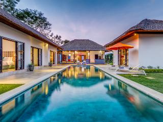 Beautiful villa ,4 rooms with long pool, Ungasan