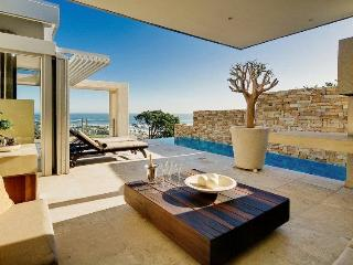 Azure -Tranquility luxury villa, Camps Bay