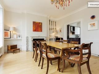 Incredible 4 bed, 4 bath home on the bank of River Thames! Sleeps 7., Londres