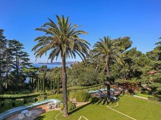 Ideal for Large Receptions! Magnificent Historical Mansion Le Pradet with Private Pool & Estate, Menton