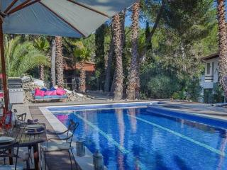 Villa Palmera, Sitges, with up to 9 bedrooms