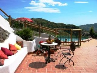 Tropical valley Orchards, quiet, views, swim. pool, Jete