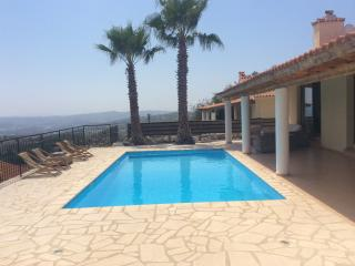 3 Bedroom Villa with private pool & stunning views, Lachi
