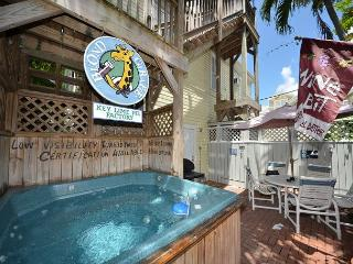 'SEAPORT SUITE' - Great Party House w/ Hot Tub! 1 Min Walk to Sloppy Joe's, Key West