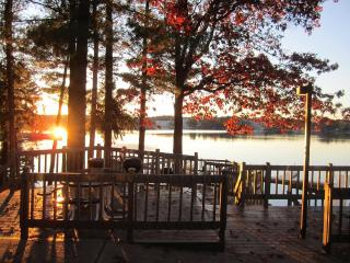 Relax & Have Fun......Enjoy All 4 Seasons At Our Cozy Townhome on Lake Delton In Wisconsin Dells
