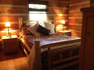 Beautiful Real Log Cabin. Hot tub. Wifi. Fire pit., Blue Ridge