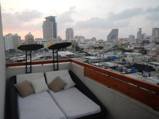 Fabulous Penthouse & roof terrace, Tel Aviv