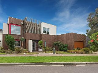 SPACIOUS, MODERN - CLOSE TO CITY, Melbourne
