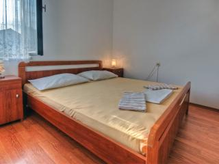 Agron - studio apartment for 2 with balcony, WiFi and AC, Stari Grad