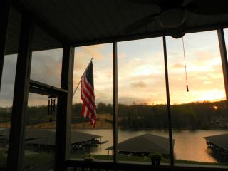 Beautiful waterfront mountain lake condo, Huddleston