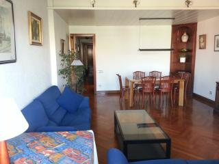 Sunny apartment with parking, Barcelone