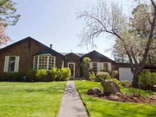 River Front Vacation Home at Columbia Street Park, Hot Tub, fenced yard, next to Columbia Street Park NEW LISTING!, Bend