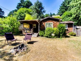 Charming, pet-friendly beach cottage 1 block from sand!, Cannon Beach
