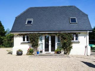 FAIRY LANE STUDIO, romantic, with open fire in Courtown, County Wexford, Ref 3987