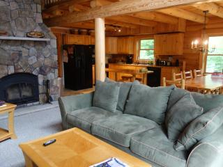 Spacious Log Home on Newfound Lake - semi private, Hebron