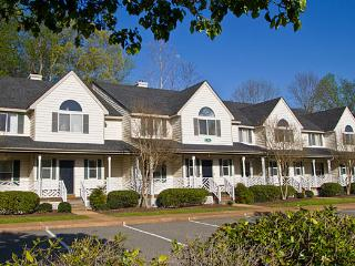 Splendid 2 Bedroom At Historic Powhatan Resort, Williamsburg