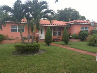 Comfortable home close to Airport/ Hollywood Beach, Dania Beach