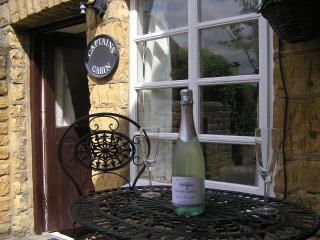 Romantic Grade II Listed Holiday Cottage, Bourton-on-the-Water