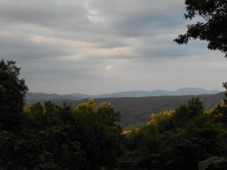 Equilibrium Chalet- MOUNTAIN VIEW AND PRIVATE!!!!!, Gatlinburg
