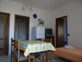 A2a APARTMENT NEAR THE BEACH, Pag