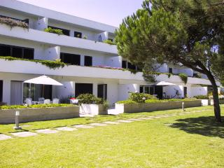 Beach apartment in protected area near golf course, Comporta