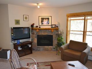 Gorgeous 2 Bdrm Condo, Walk to Lifts, Hot Tubs, Keystone