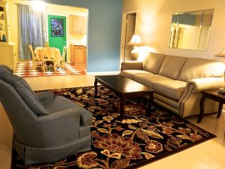 The Monet Suite - 1/2 mile to downtown Joshua Tree