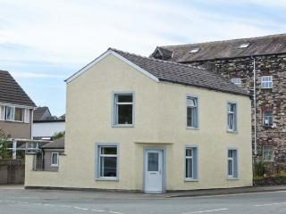 TOWN BECK COTTAGE, detached, pet-friendly, ideal touring base, in Ulverston, Ref 914672